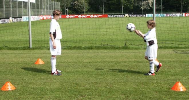 Sportunterricht Spiele:Fußballtennis ohne Netz