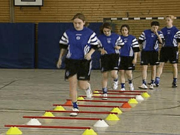 Koordinationstraining mit Hürden zur Verbesserung der Laufkoordination